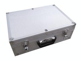 Aluminiumskasse med skumindlæg. Passer til knoglesættet til studiebrug. Mål: 15 x 33 x 46 cm